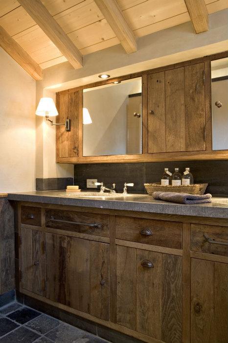 Bourgondisch kruis r alisations salle de bains - Rustieke badkamer meubels ...